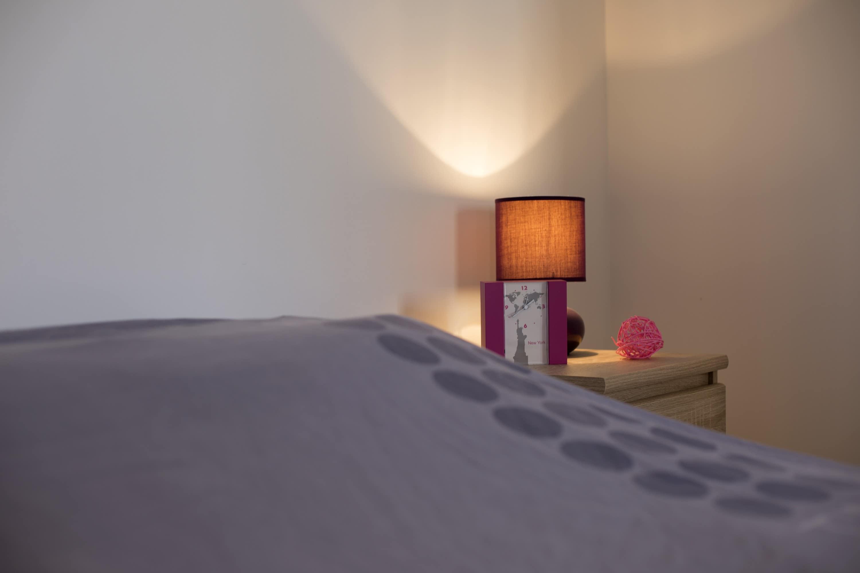Petite décoration d'une chambre équipée